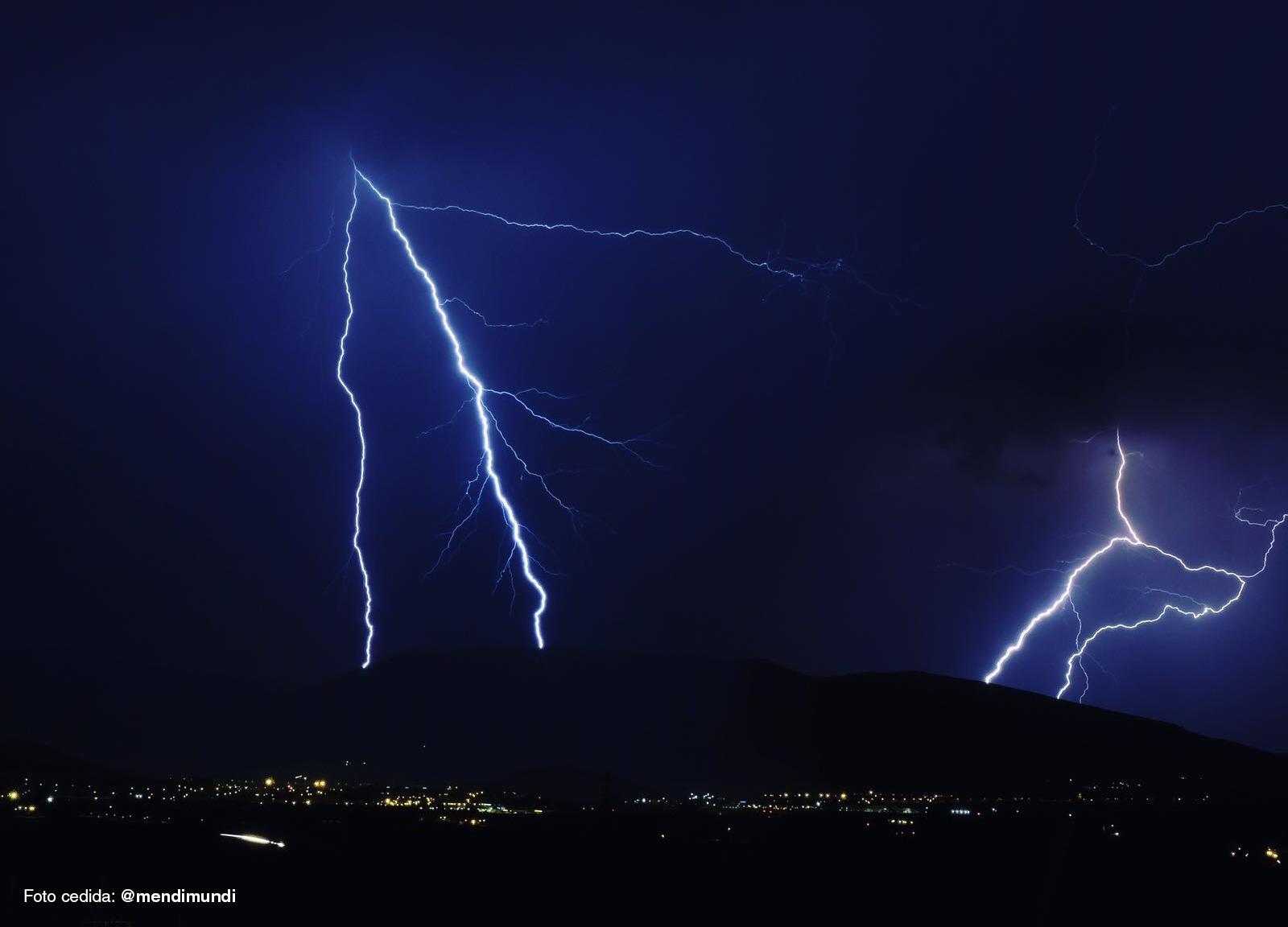 Imagen de dos rayos en la cuenta de Pamplona