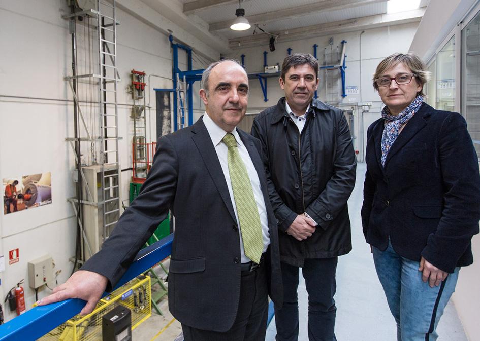 Santiago Pangua, gerente de Tesicnor, con representantes de Gesinor