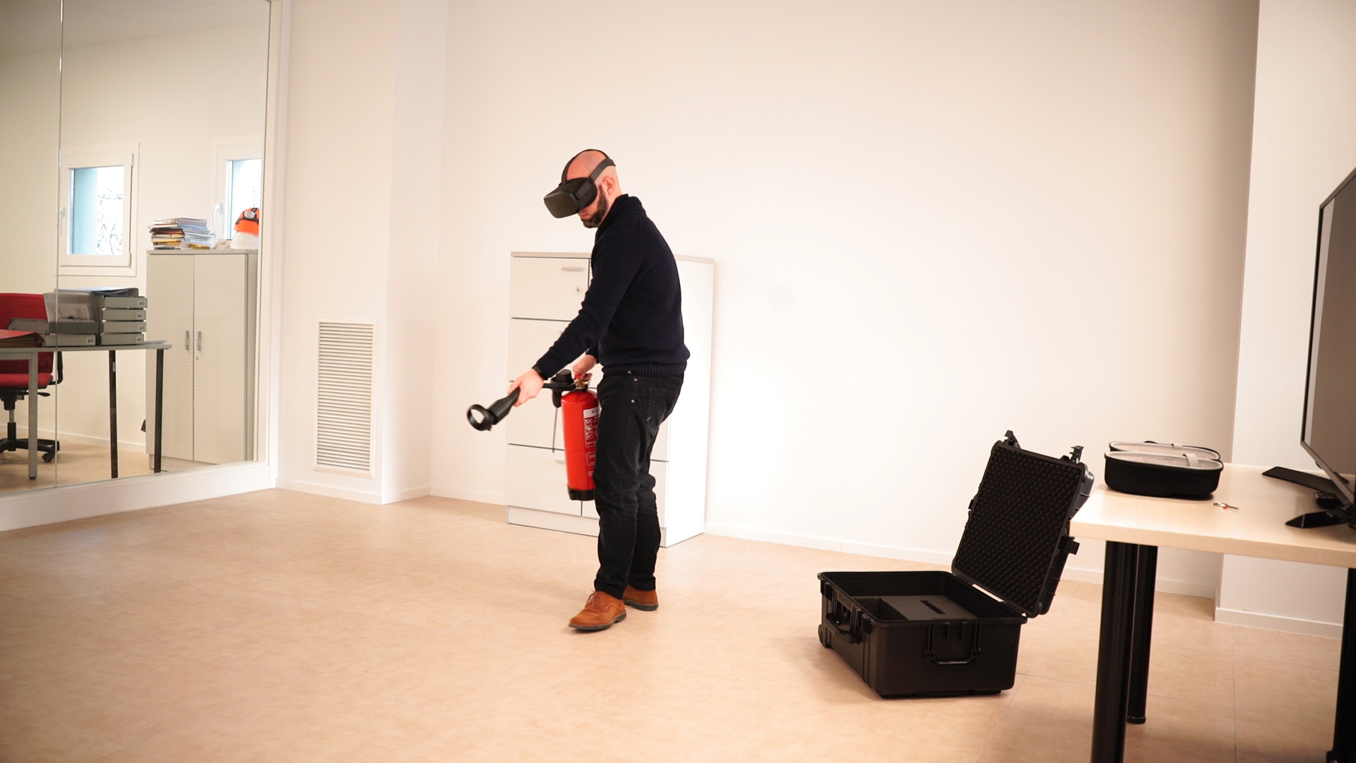 Luggage and fire extinguisher VR